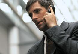 送迎ドライバーの仕事を休みたい場合は電話で連絡を